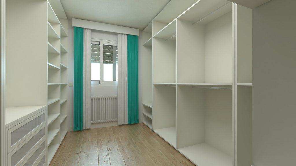 Hur du kan rensa bland dina kläder för att få mer struktur på garderoben. merstruktur.se