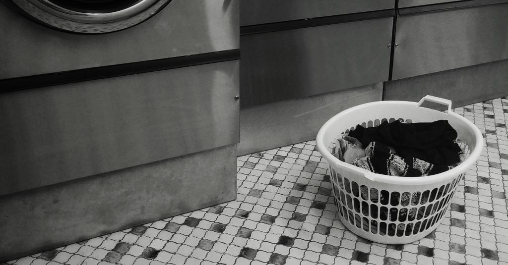 Hur det kan bli mindre jobbigt att tvätta, vika, stryka och stöka bort kläder. merstruktur.se