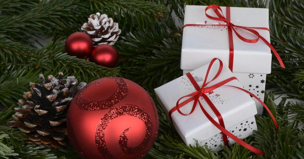Hur du kan få ordning på julen med lösningar på det som känns jobbigt och ordning på julklapparna. merstruktur.se